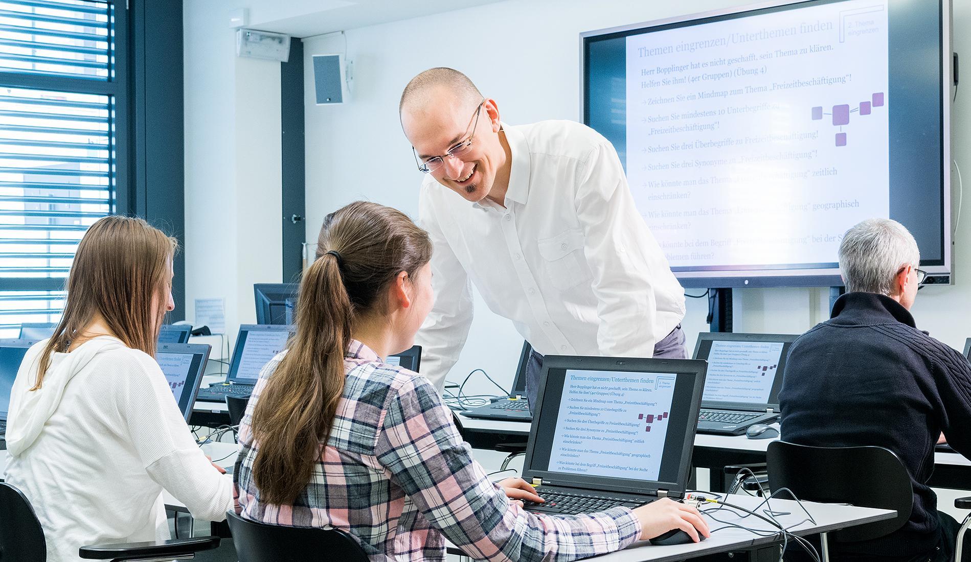 In unseren Schulungen werden Nutzende im Umgang mit Information und Wissen in der digitalen Welt fit gemacht.