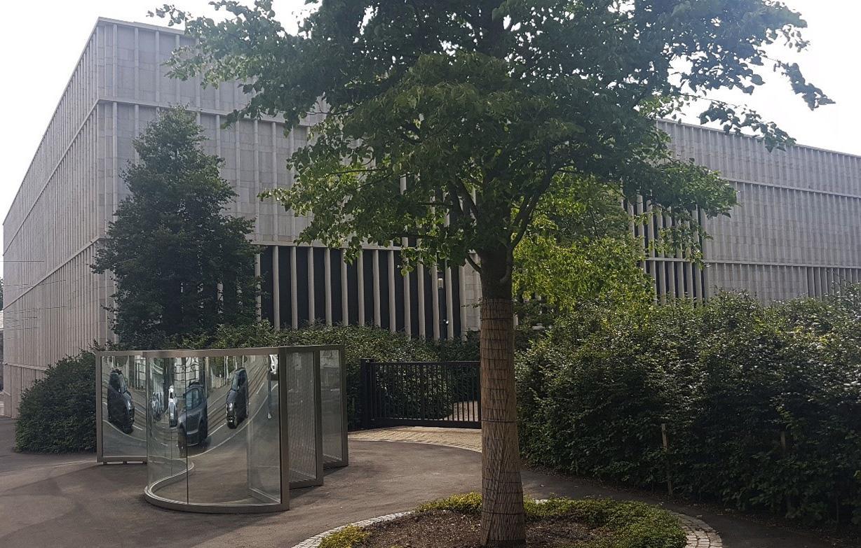 Auf der Rückseite des Neubaus von David Chipperfield liegt der «Garten der Kunst» (Bild: Lothar Schmitt)
