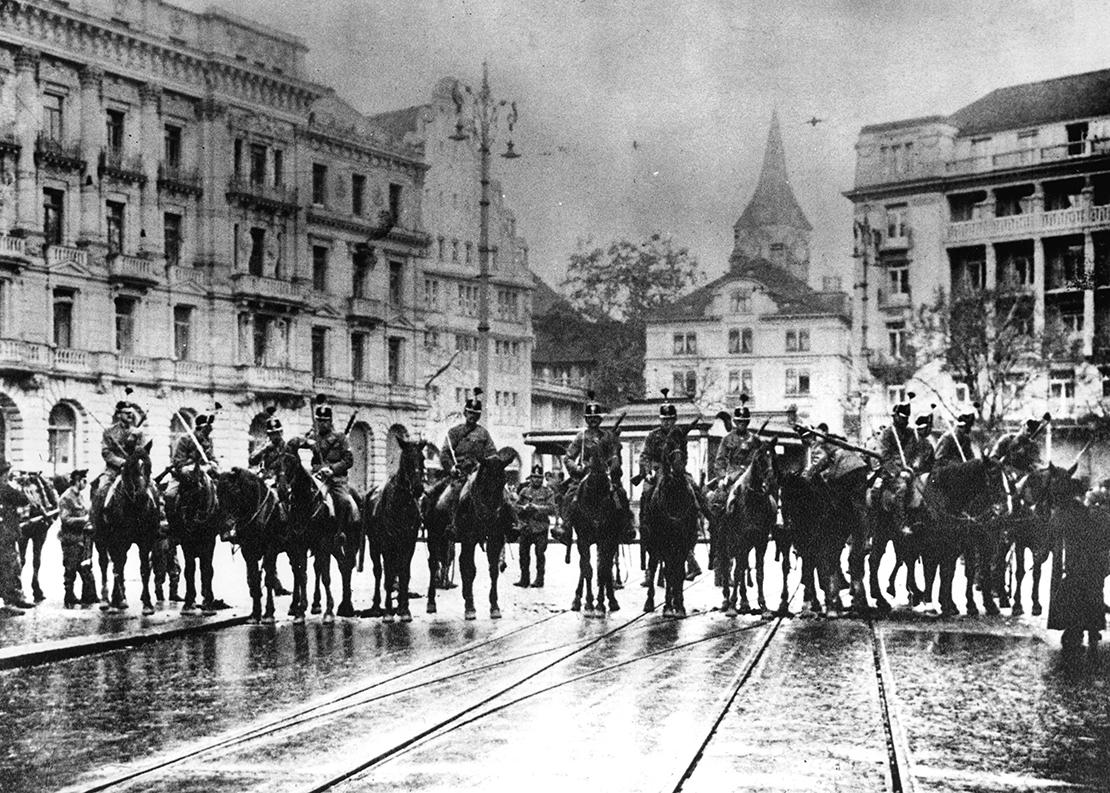 Proteststreik am 9. November 1918 gegen das Truppenaufgebot.