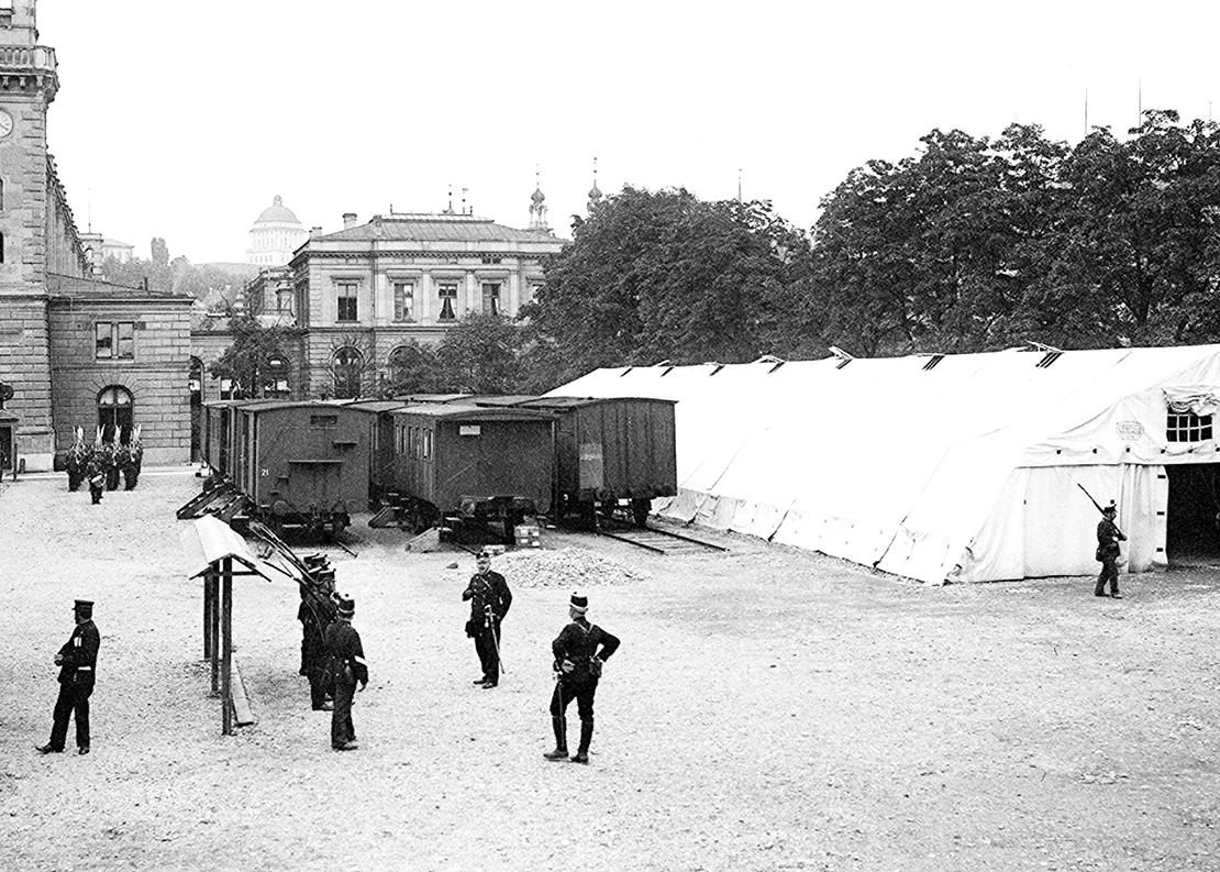 Landsturm-Soldaten beim Bewachungsdienst